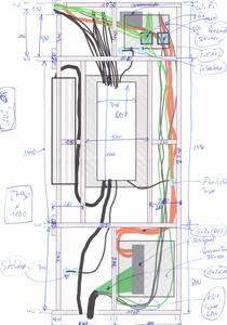 Skizze für die Vorsatzwand im Flur (OG) für die UV2, am linken Rand der bisherige (alte) Sicherungskasten, der übergangsweise dort erhalten bleibt bis alle alten Stromkreise modernisiert wurden. Unten ein 24Port Patchpanel, in der Mitte ein VH60NC.