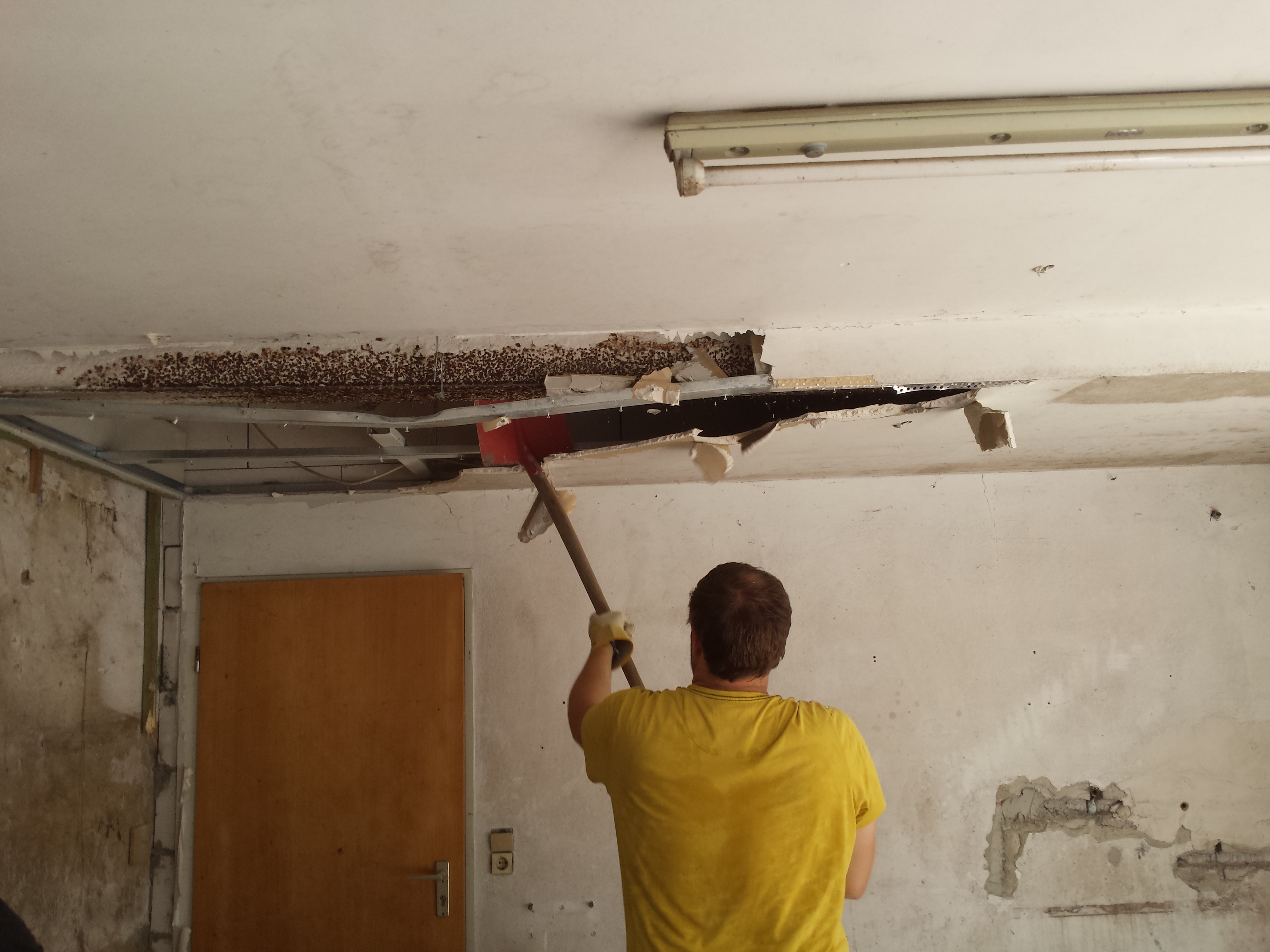 Plattenbau Garage: ausse hui, unne pfui! – Hof Isem