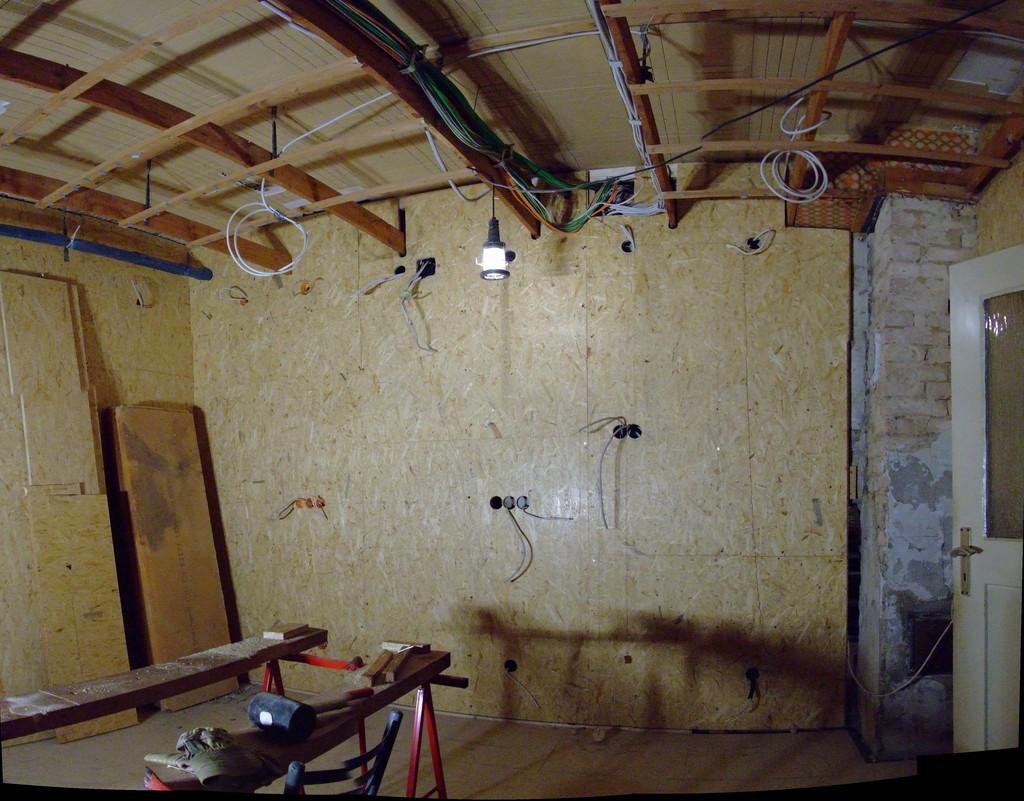 Südwand fertig, zusammengesetztes Panorama von der Wühnküche aus gesehen
