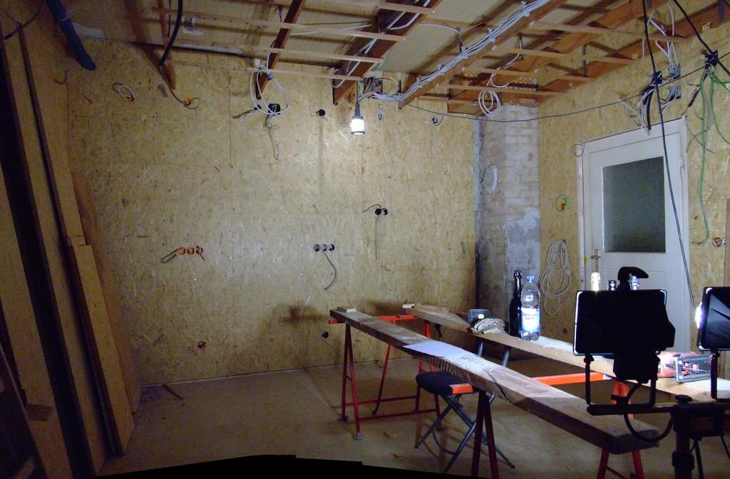 Südwand fertig, zusammengesetztes Panorama von der Vorratskammer aus gesehen